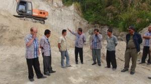 Penghentian alat berat excavator pengeruk pasir tanpa ijin di Desa Hutagaol Peatalun ,Balige,Kab.Tobasa.